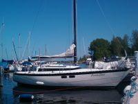 PredniZon - Erik en Maaike van Baarsel, Ligplaats: Huizen, Bouwjaar: 1983, Bouwer: Friendship, Indeling: Friendship, Bijzonderheden: Voorheen heette de boot Doucement en heeft zij jaren in Den Osse gelegen.